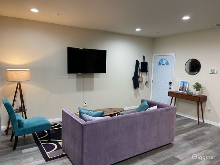 3bd 2ba Teal & Lavender home with Greenwall Photo 4