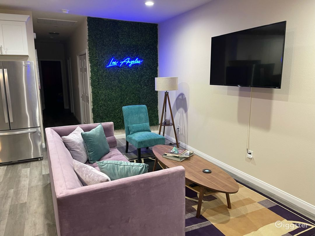 3bd 2ba Teal & Lavender home with Greenwall Photo 1