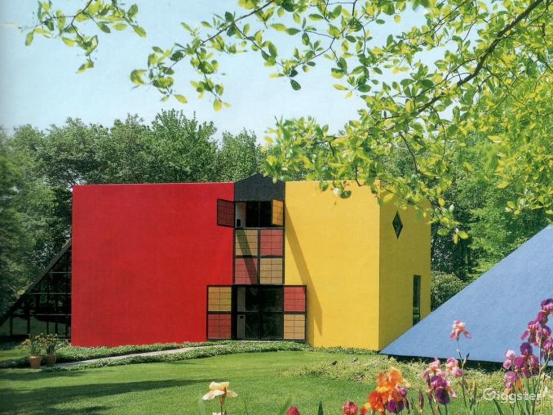Modern/contemporary colorful home: Location 2856 Photo 1