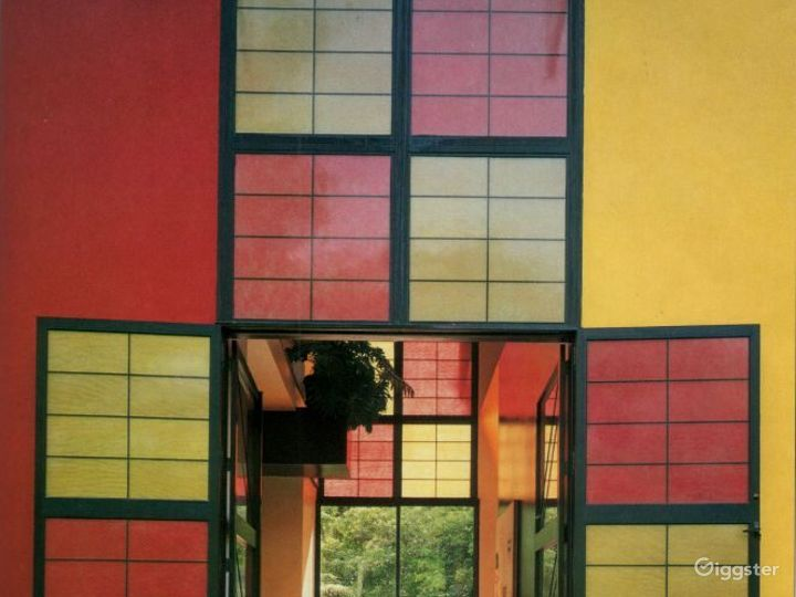 Modern/contemporary colorful home: Location 2856 Photo 4