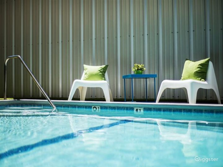 Hotel Outdoor Pool in LA Photo 2