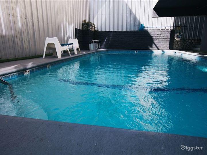 Hotel Outdoor Pool in LA Photo 3