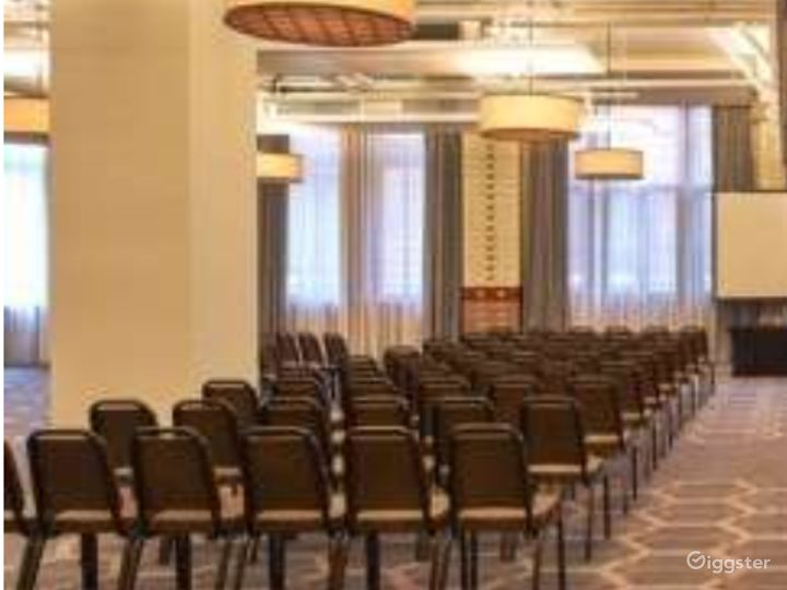 Spacious Whitworth Suite with Soundproof Dividers in Manchester Photo 5