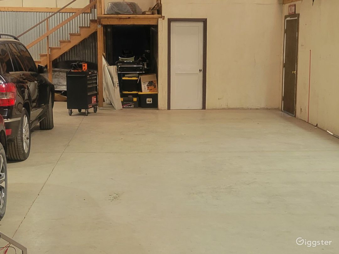 Warehouse and front office!  Photo 1