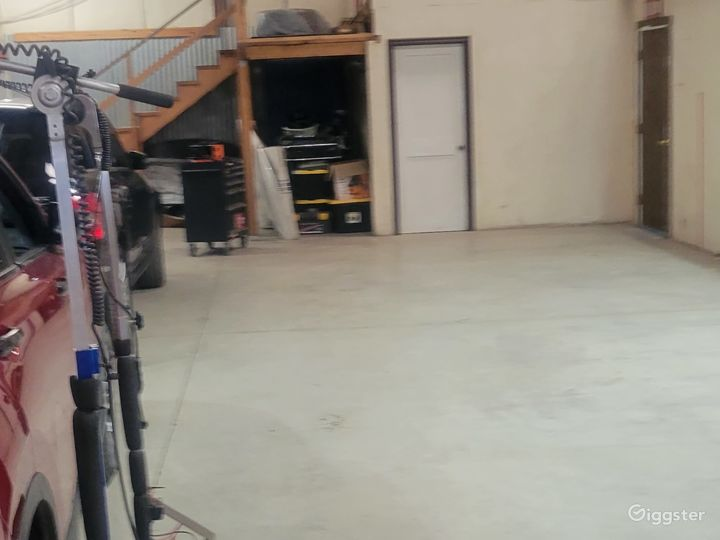 Warehouse and front office!  Photo 3