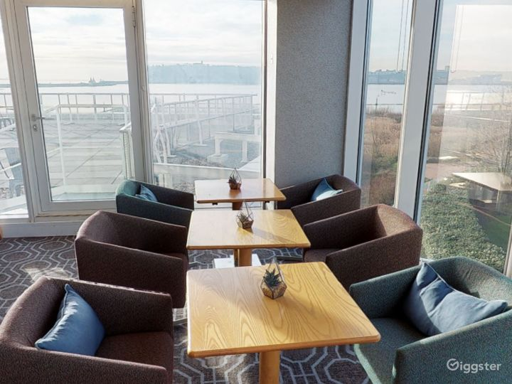 Suite with Panoramic View in Cardiff Photo 3