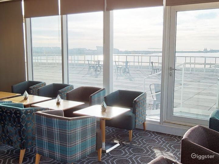 Suite with Panoramic View in Cardiff Photo 2