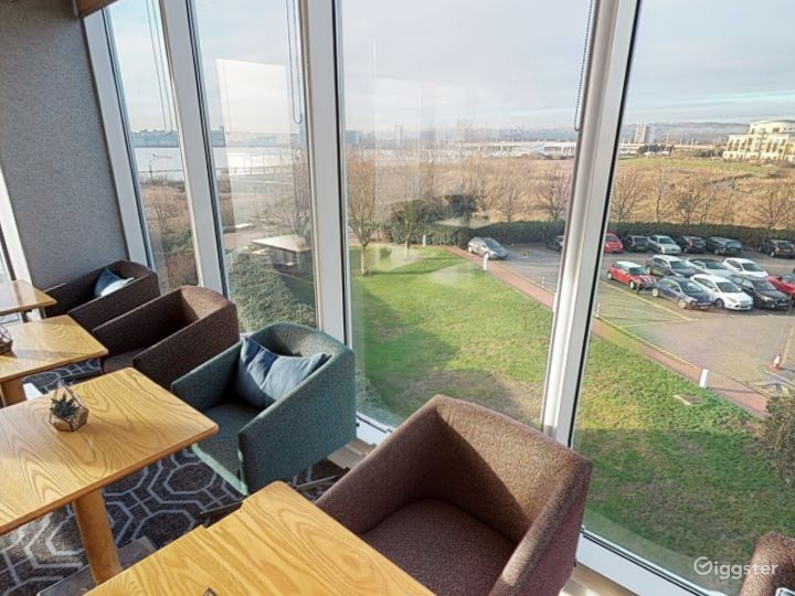 Suite with Panoramic View in Cardiff Photo 4