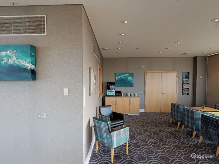Suite with Panoramic View in Cardiff Photo 5