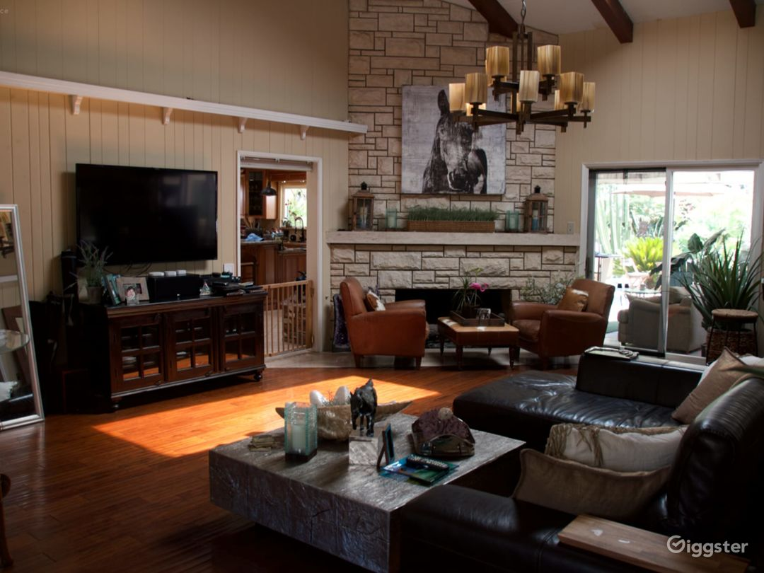 Contemporary Ranch house with lagoon pool Photo 5