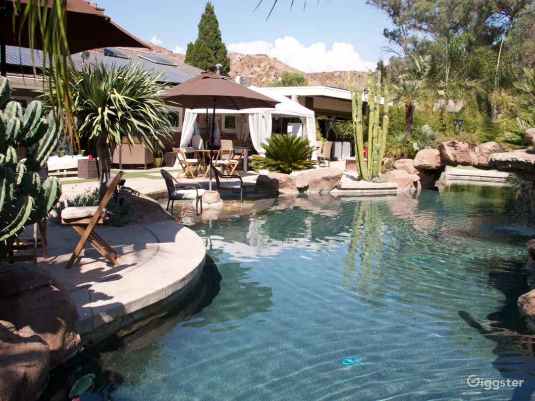 Contemporary Ranch house with lagoon pool Photo 1