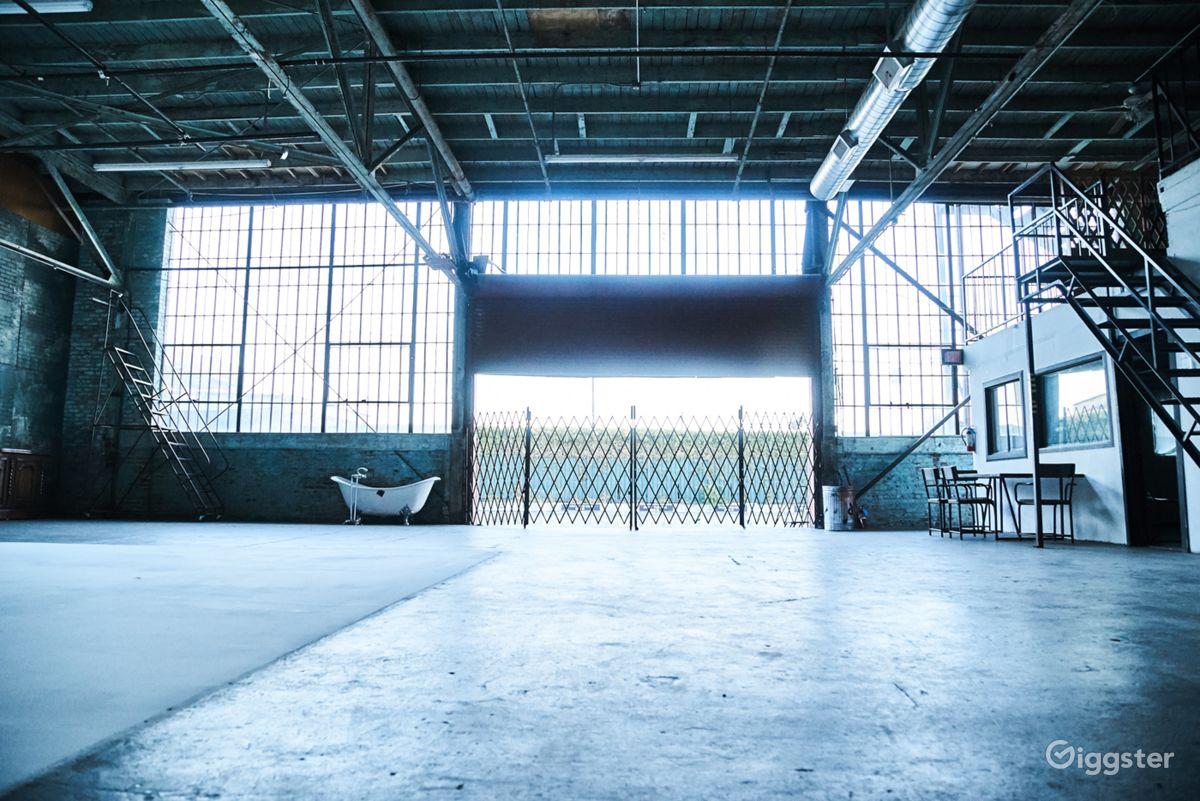 Rent Huge Cyclorama In Daylight Warehouse Studio Film Studio, Loft ...