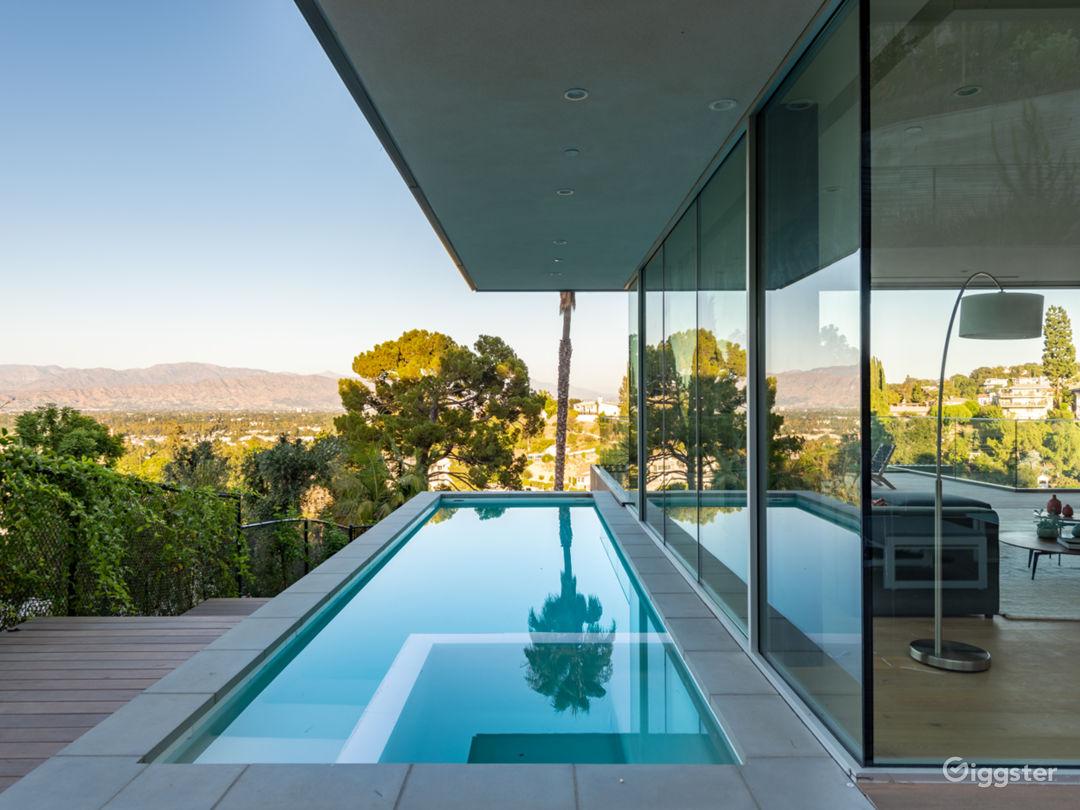 Brand New Contemporary Amazing House! Photo 2