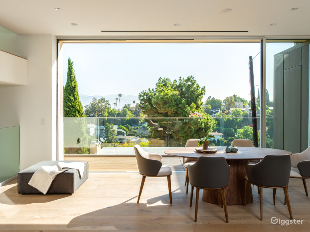 Brand New Contemporary Amazing House! Photo 4
