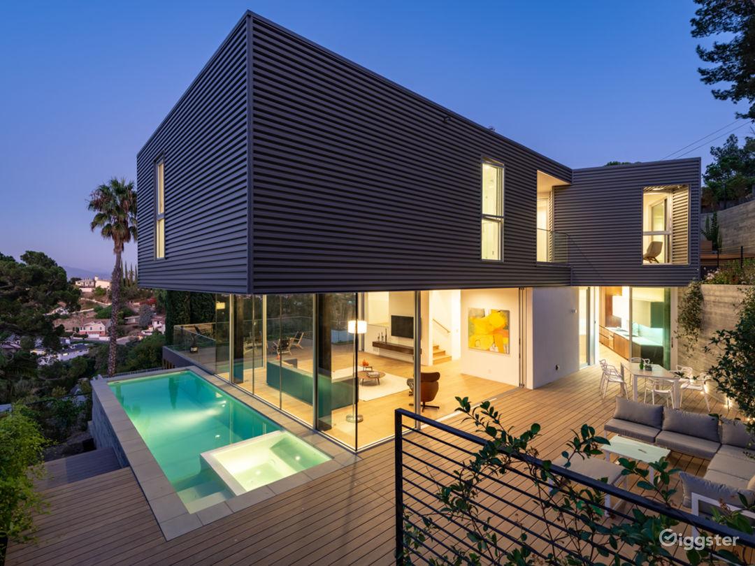 Brand New Contemporary Amazing House! Photo 1