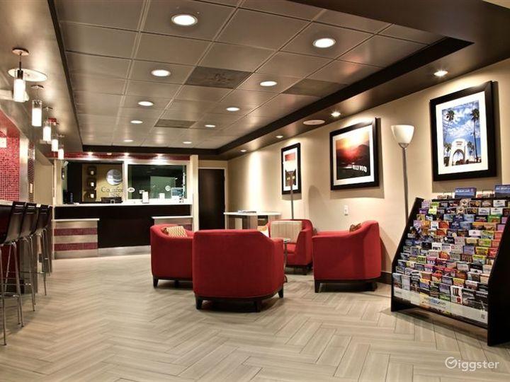 Comfortable Hotel Cafe in LA Photo 4