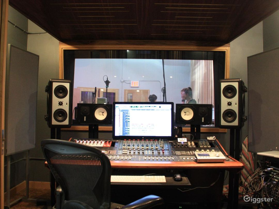 Hip & stylish recording studio Photo 1