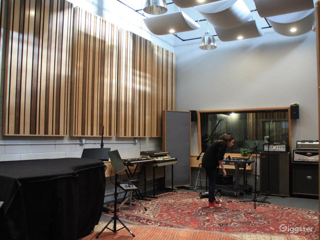 Hip & stylish recording studio Photo 2