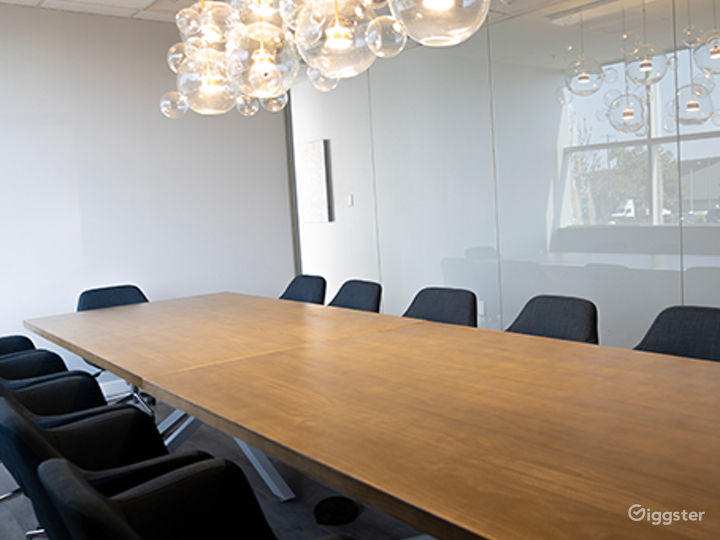 Ventura Conference Room for 16 people