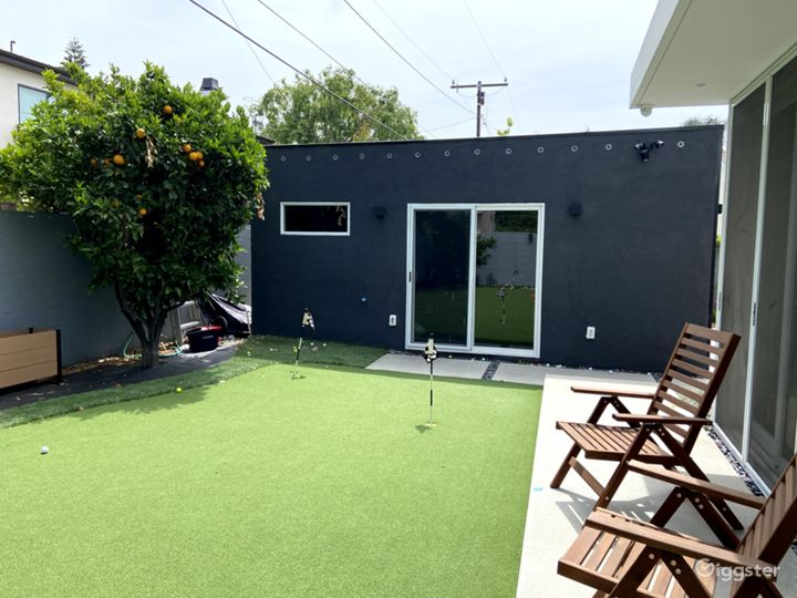Prime Modern Golf Space, Guest House, & Yard Area Photo 3