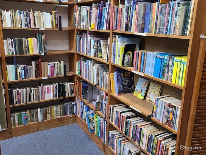 Retail Bookstore/library in Sherman Oaks Photo 3
