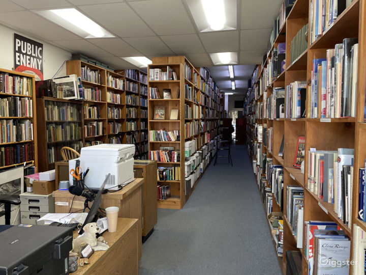 Retail Bookstore/library in Sherman Oaks Photo 5