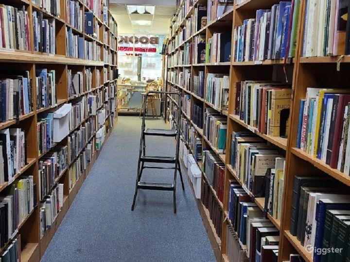 Retail Bookstore/library in Sherman Oaks Photo 2