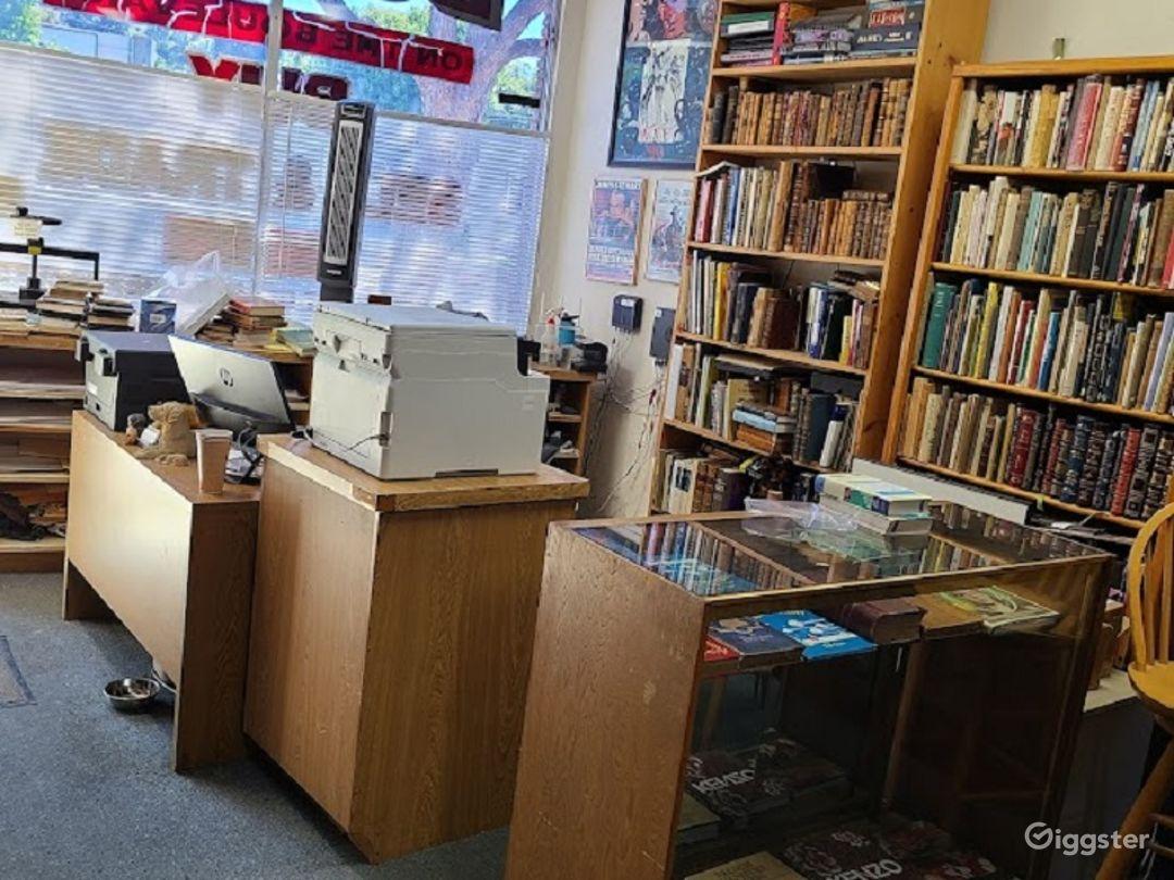 Retail Bookstore/library in Sherman Oaks Photo 1