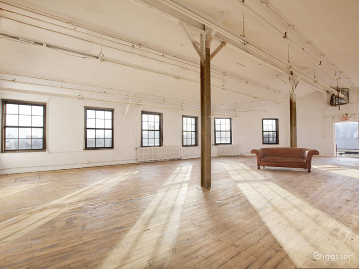 Large artists loft space: Location 5002 Photo 4