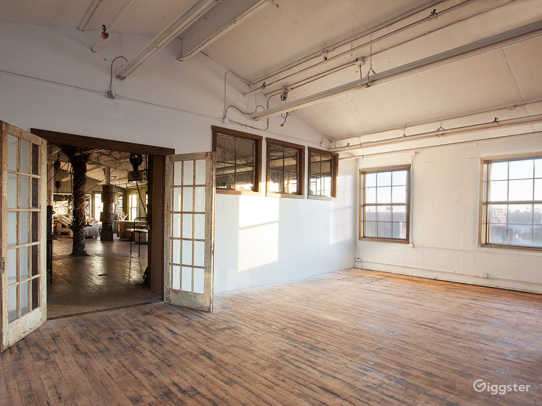Large artists loft space: Location 5002 Photo 1