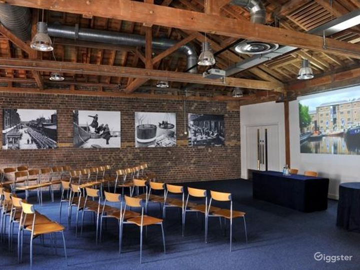 The Quayside Room inside the Museum in London Photo 4