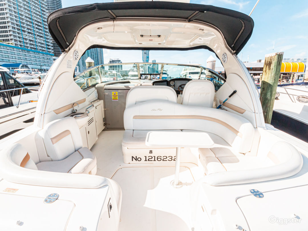 Stunning 38FT Sea Ray Sundancer Party Boat Space Events Photo 1