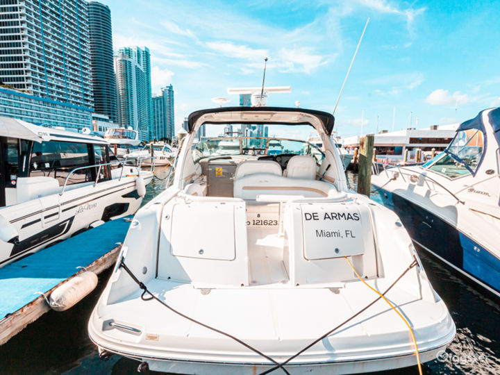 Stunning 38FT Sea Ray Sundancer Party Boat Space Events Photo 5