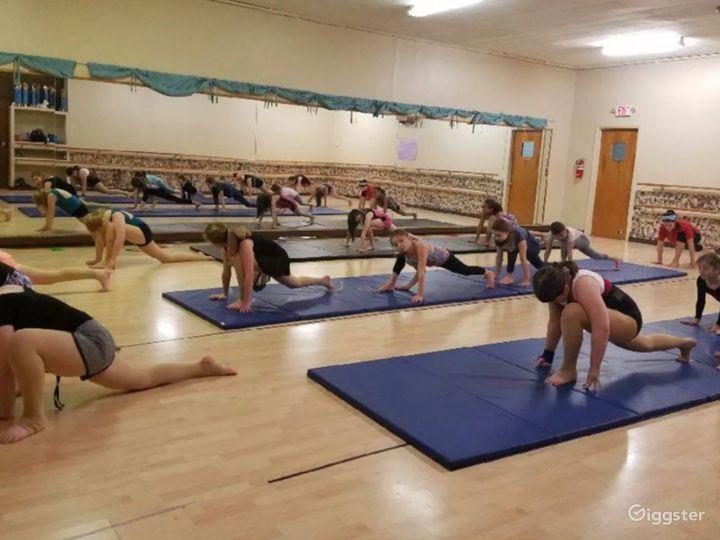 Centrally Located Dance Studio with Hardwood Floors Photo 2