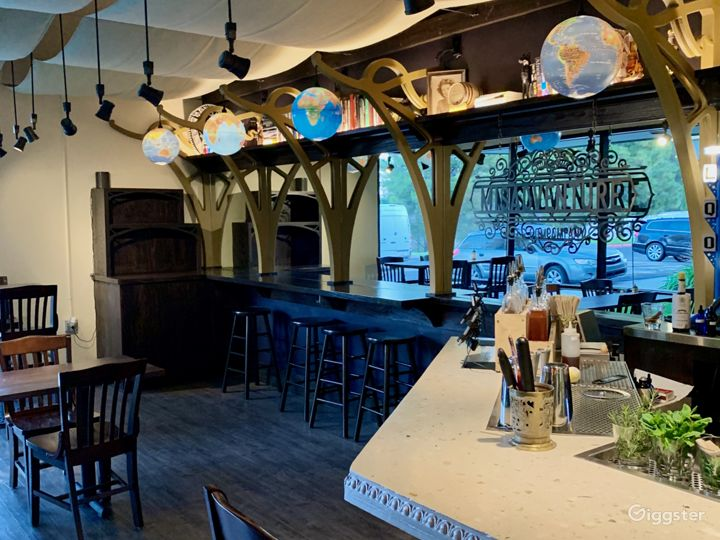 Vintage and Classy Bar in Vista Photo 4