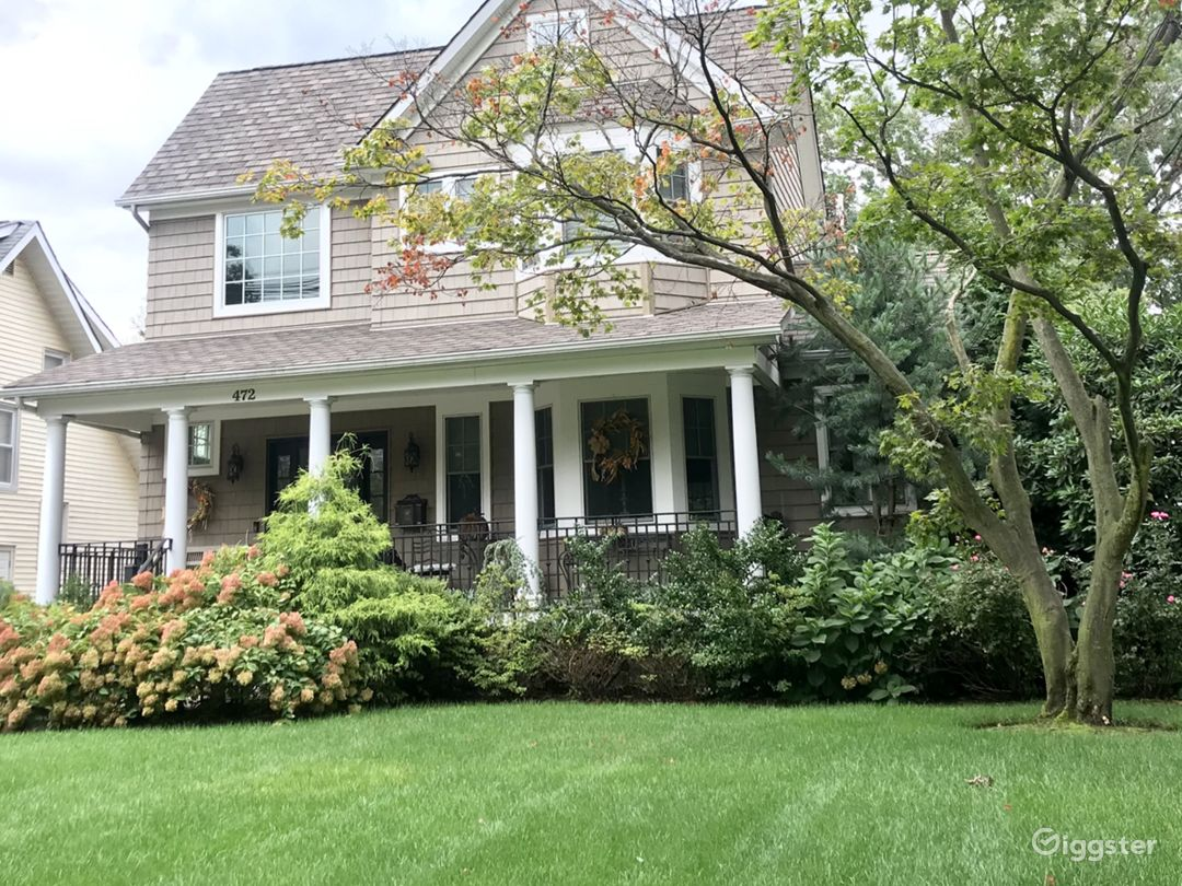 CUSTOM LUXURY COLONIAL HOME LOCATED MINUTES TO NYC Photo 2