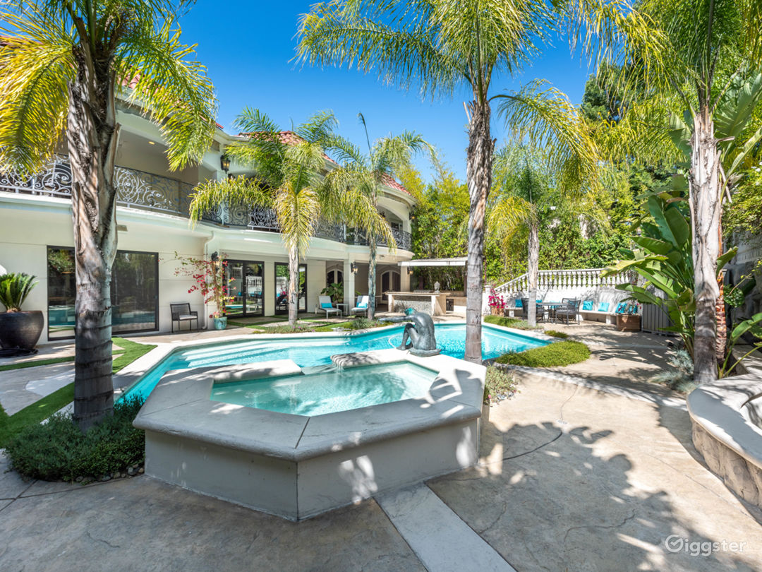 World class stunning estate with major curb appeal Photo 4