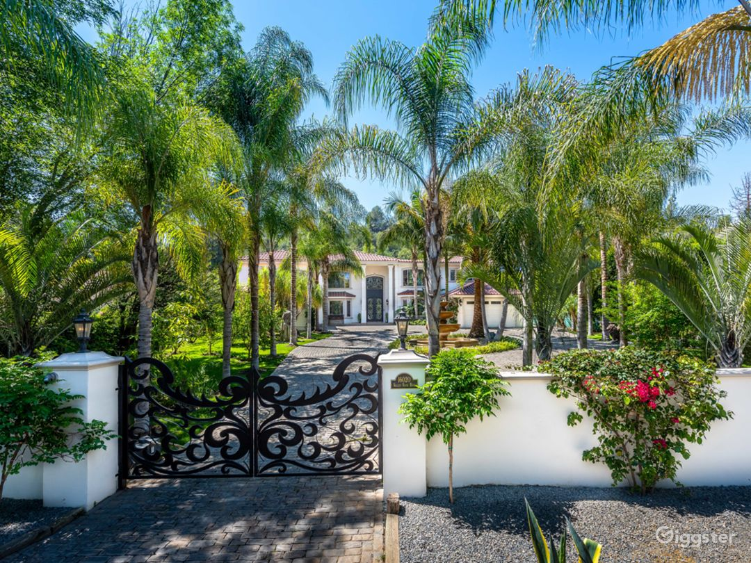 World class stunning estate with major curb appeal Photo 3