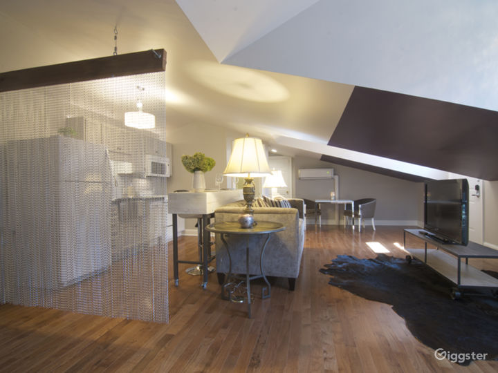 Totally Luxurious Private Suite Photo 3