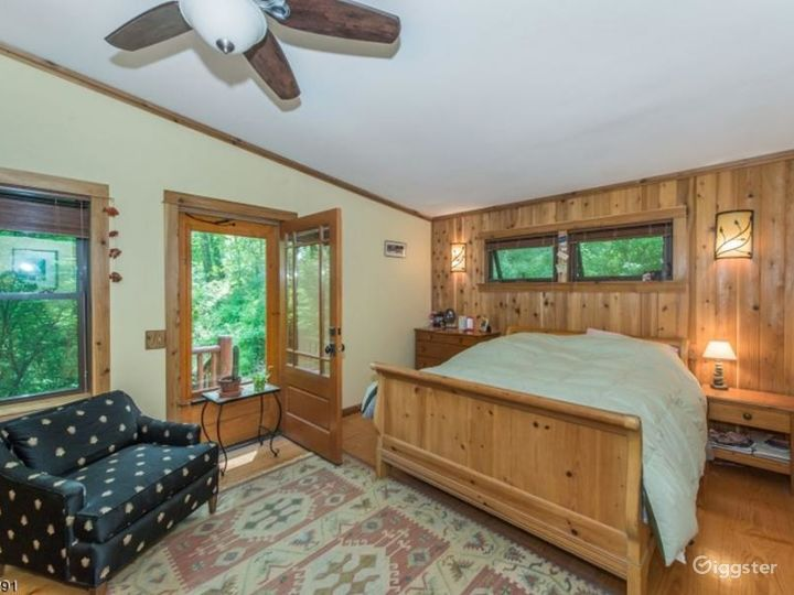 Log home with lake access: Location 5131 Photo 3
