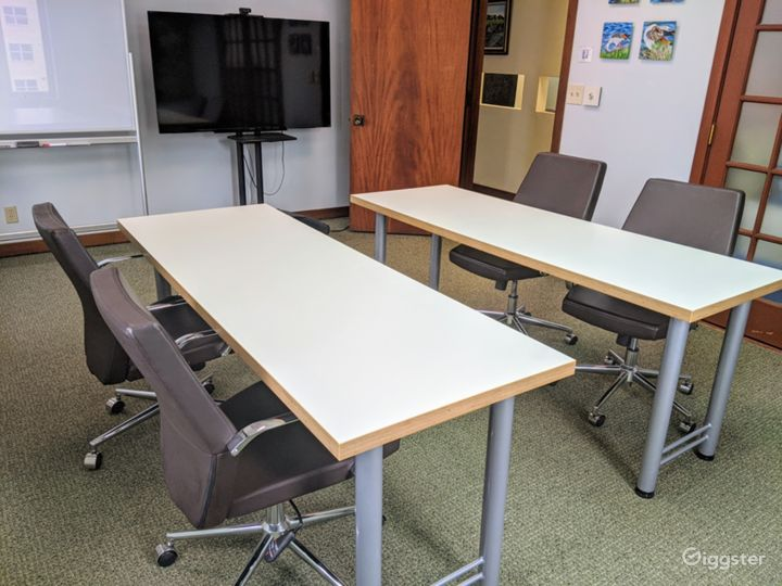 Contemporary Meeting Room in Miami Photo 2