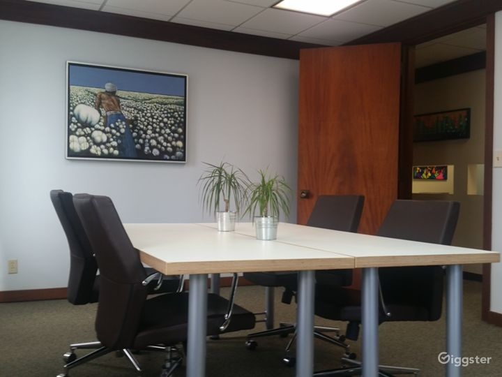 Contemporary Meeting Room in Miami Photo 3