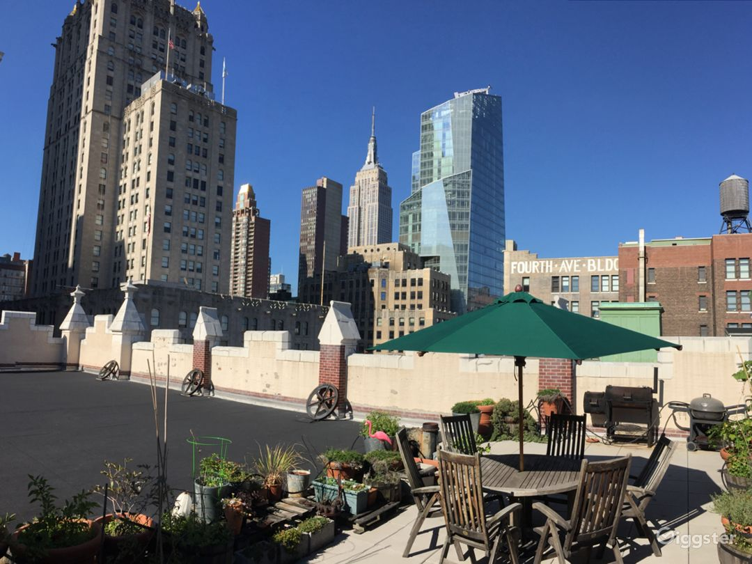 Large rooftop with city views: Location 5023 Photo 1