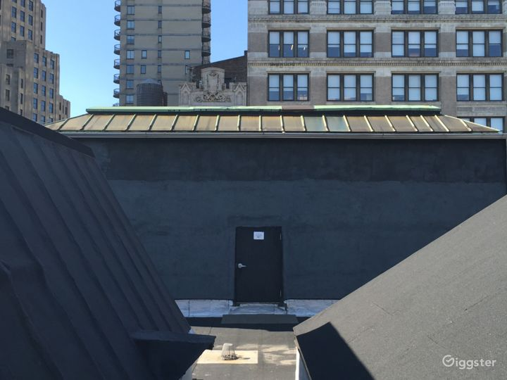Large rooftop with city views: Location 5023 Photo 3