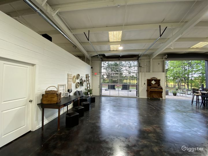 Sanctuaire Atelier's open warehouse floor plan allows for a variety of creative uses.