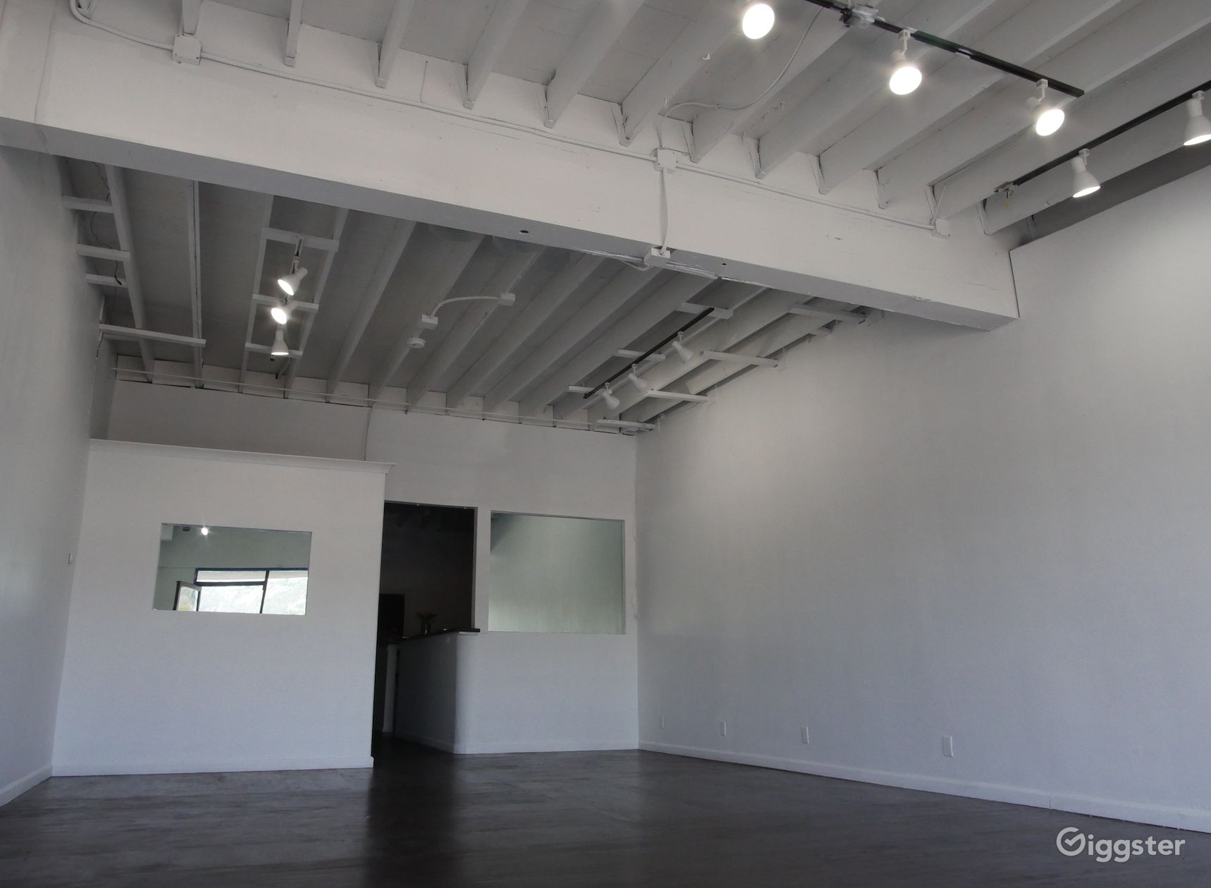 White Studio Space Melrose Fashion District Rent This Location On Giggster