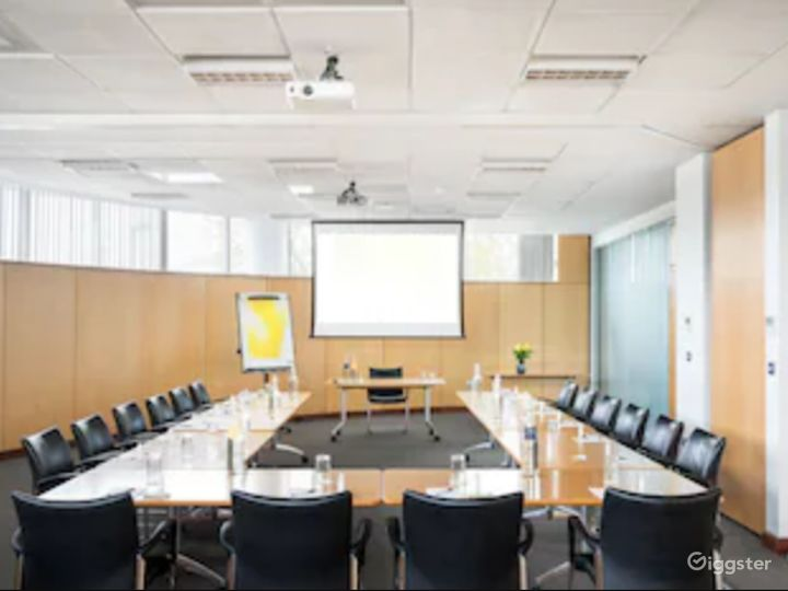 Combined Functional Meeting Room for up to 80 people in in Reading Photo 4