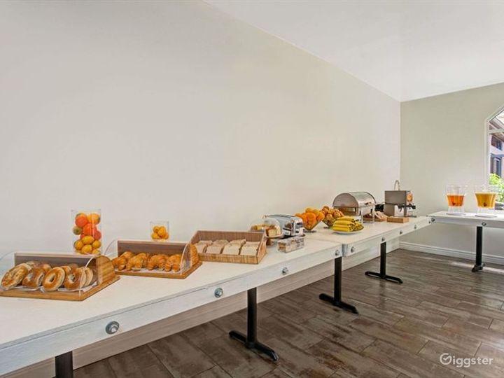 Pleasant Dining Room in LA Photo 2