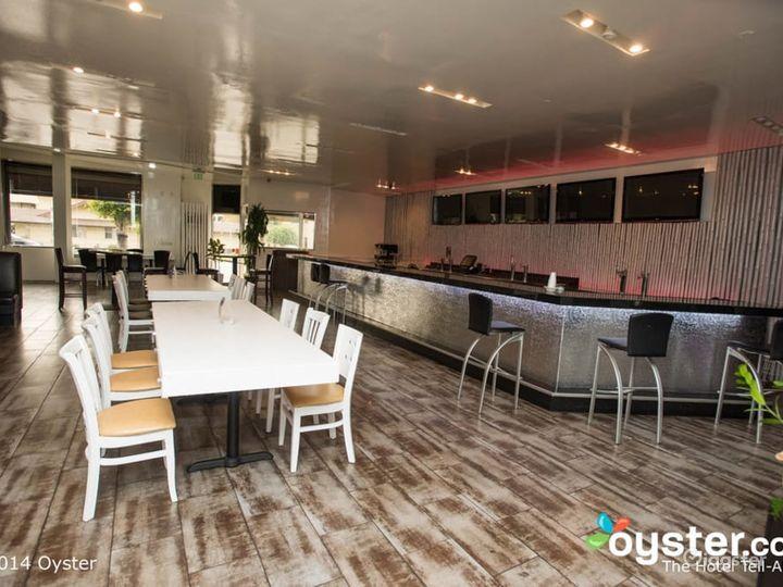 Pleasant Dining Room in LA Photo 5
