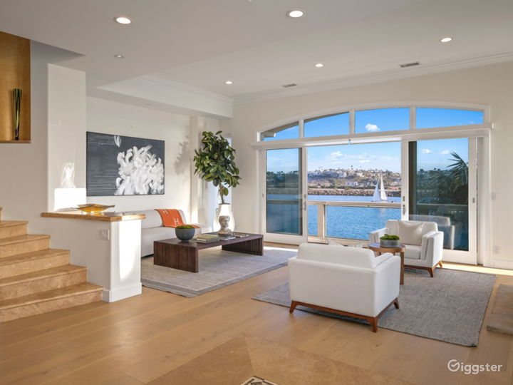 Oceanfront Contemporary Mansion Photo 3